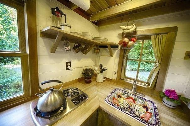 Уютный дом из подручных материалов